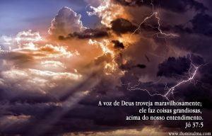 Jó 37:5